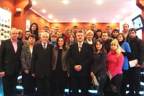 Группа специалистов завода Электротяжмаш, после вручения дипломов о повышении квалификации на кафедре электрических машин