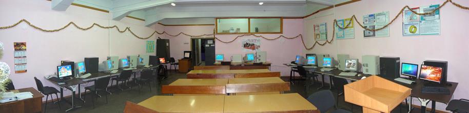 Класс компьютерной техники – панорама с видом на входные двери