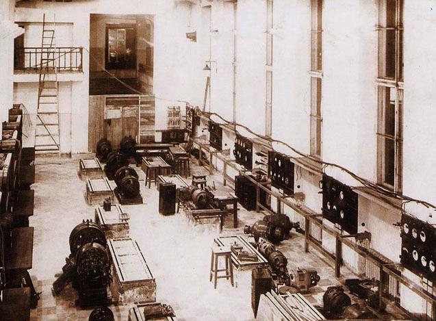 Лабораторный зал кафедры электрических машин во времена ее зарождения (перед установкой электрических машин на фундаменты)