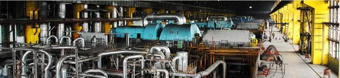 Линейка турбогенераторов в машинном зале электростанции, где сосредоточено сложное в технологическом плане и наукоемкое оборудование