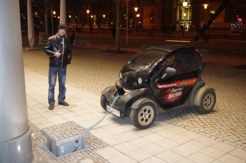 Електромобіль не просто мрія, а звичайна доставка піци :).