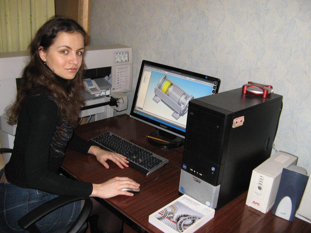 Робоче місце випускниці кафедри електричних машин на заводі «Електромашина»- інженер-конструктор