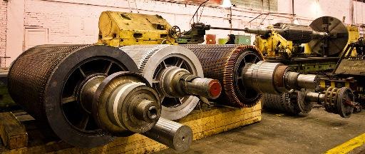 Роторы крупных асинхронных двигателей на разных стадиях изготовления