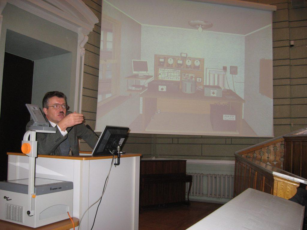 Заведующий кафедрой профессор Милых В.И. выступает с научным докладом на симпозиуме «SIEMA-2006»