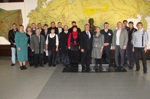 Группа участников «SIEMA-2011»перед бюстом П.П.Копняева