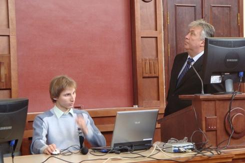 На пленарном заседании «SIEMA-2011» с докладами по своим докторским диссертациям выступают сотрудники кафедры электрических машин Наний В.В.