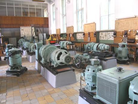 Вторая половина электромашинной лаборатории