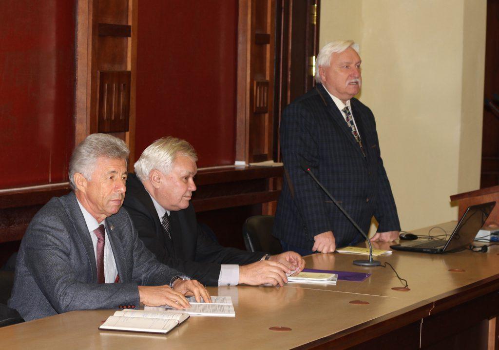 В президиуме к ним присоединился ЗАГИРНЯК Михаил Васильевич академик НАПН Украины, д.т.н., профессор, ректор КрНУ (Кременчуг)