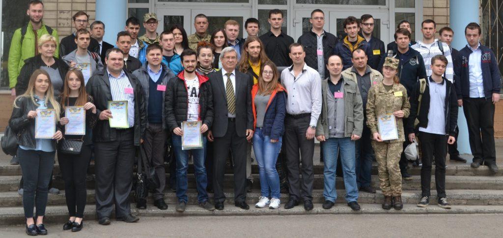 Дружное фото студентов-победителей вместе с их руководителями и организаторами КСНР - представителями ДГТУ (все наши тоже здесь - попробуйте найти!)