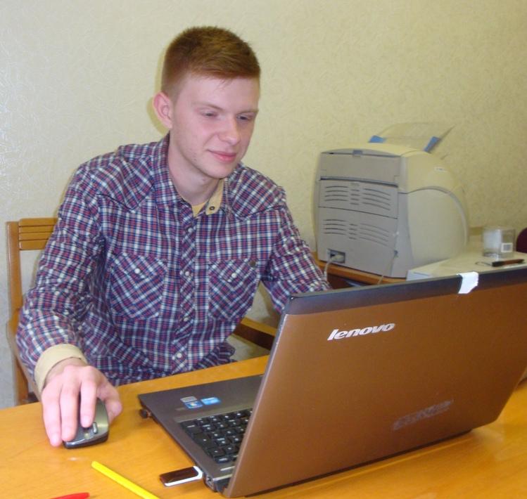 Сергиенко Илья во время дистанционной докладе через скайп