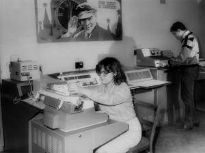 Студенти проводять обчислення на ЦОМ «Наірі-2»