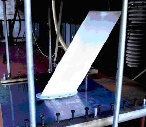 Рис. 10. Внешний вид опытной модели авиационной приемно-передающей антенны до прямого воздействия на нее в разрядной цепи ГТМ импульсной А−компоненты тока искусственной молнии