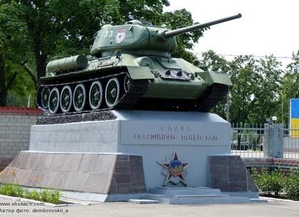 Танк возле главного входа на военную кафедру НТУ ХПИ