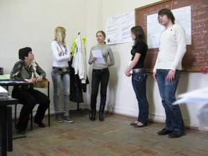 Дворцова и студенты у доски