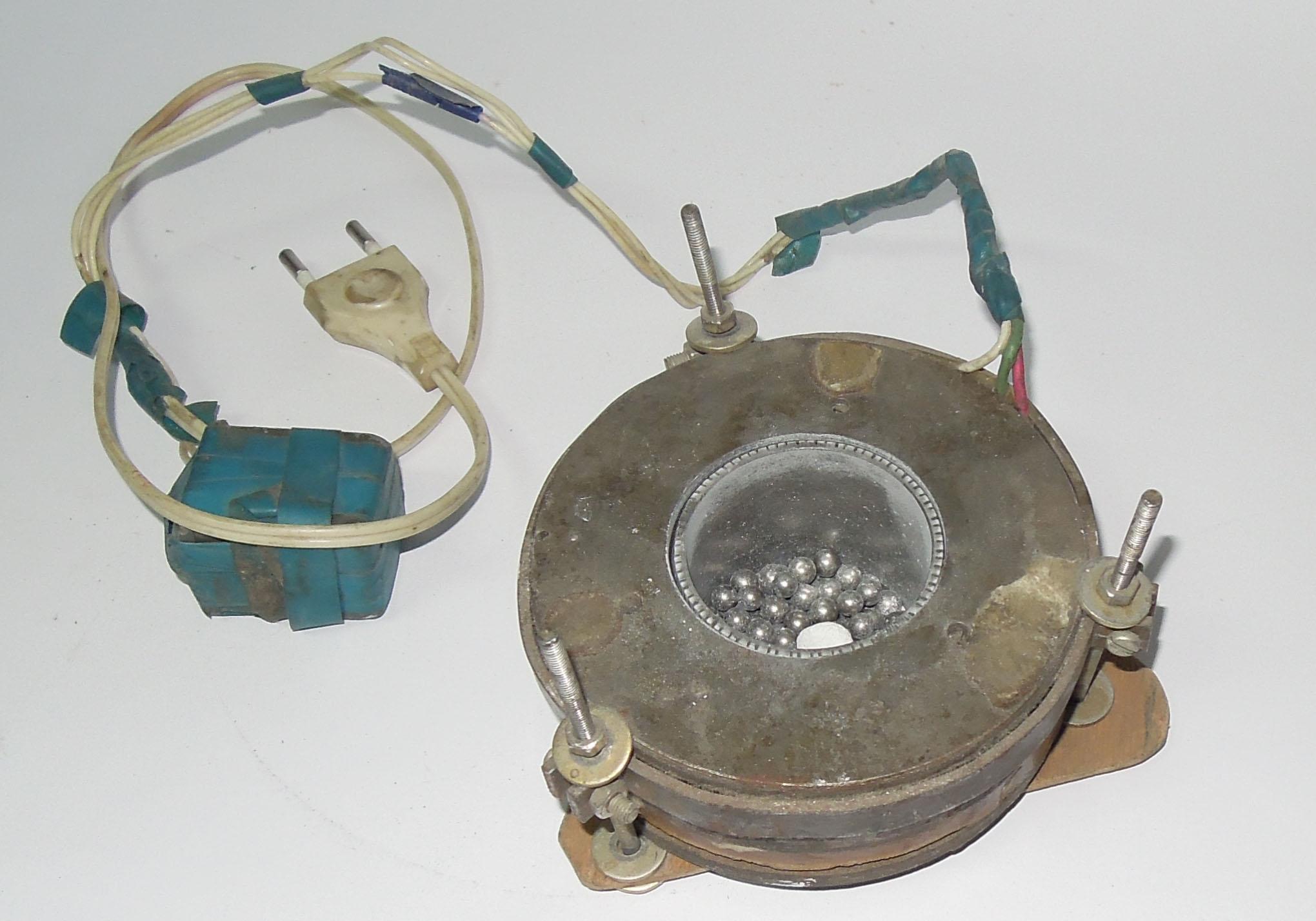 Двигатель с катящимся ротором для привода шлифовального устройства