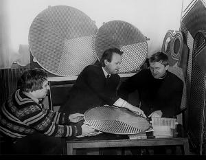 Доцент Л. Л. Товажнянський та старші інженери М. С. Чусь і О. Ю. Перевертайленко (1980)